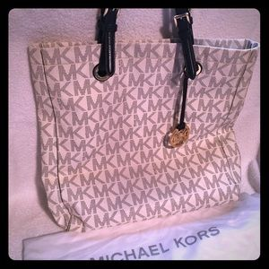 Michael Kors Tote w/dust bag